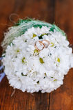 Wedding bouquet of  dasies and rings Royalty Free Stock Images