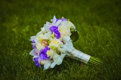 Wedding bouquet on the green grass Royalty Free Stock Photos