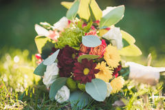 Wedding bouquet on green grass Royalty Free Stock Images