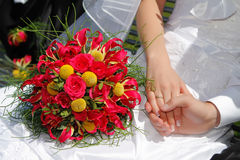Wedding bouquet with hands with rings Royalty Free Stock Photos