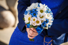 Wedding bouquet holds in hands Royalty Free Stock Photos