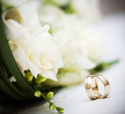 Wedding bouquet and rings royalty free stock photos