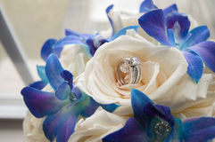 Wedding Bouquet with rings Royalty Free Stock Photos