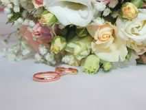 Wedding bouquet and rings. royalty free stock photography