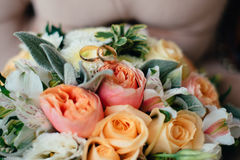 Wedding bouquet with rings of newlyweds Royalty Free Stock Photography