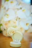 Wedding bouquet and rings Royalty Free Stock Images