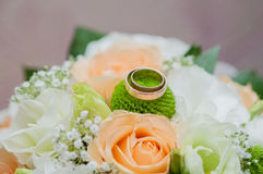 Wedding bouquet of roses and rings Stock Photos
