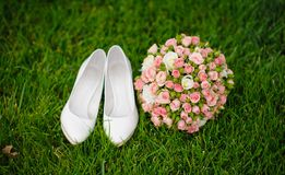 Wedding bouquet and shoes Royalty Free Stock Photos