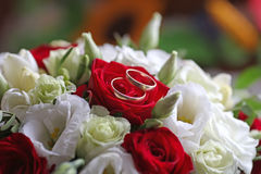 Wedding bouquet with wedding rings Stock Images