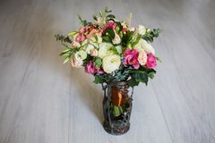 Wedding bouquet of white, red and pink flowers in a vintage vase Royalty Free Stock Photos