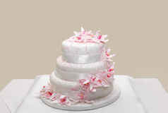 Wedding cake. With pink flowers Royalty Free Stock Photos