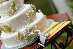 Wedding cake. And a cutting knife royalty free stock images