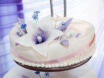 Wedding cake. Single tier of tiered wedding cake Stock Images
