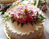 Wedding cake. A wedding cake decorated with pink flowers Royalty Free Stock Photo
