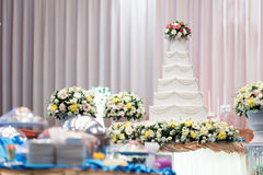 Wedding cake  and beautiful flowers decorations in wedding ceremo Royalty Free Stock Photography