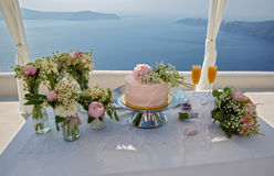 Wedding cake and bouquets of flowers Royalty Free Stock Images