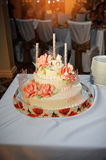 Wedding cake decorated with pink flowers Royalty Free Stock Photos