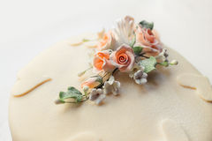 Wedding cake with flower and heart Royalty Free Stock Images