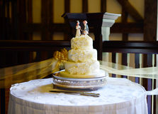 Wedding cake and knife Royalty Free Stock Photos