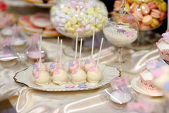 Wedding cake pops in pink and purple Royalty Free Stock Images