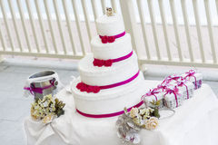 Wedding cake with roses Royalty Free Stock Photos