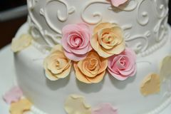 Wedding cake with roses Royalty Free Stock Images