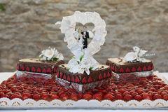 Wedding Cake Topped with Bride and Groom Figurines Royalty Free Stock Photos