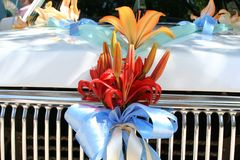 Wedding car. With flower and ribbon Royalty Free Stock Photos