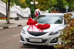 Wedding car in autumn city landscape Royalty Free Stock Photography