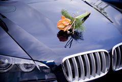 Wedding car with bridal flowers Royalty Free Stock Photos