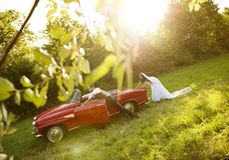 Wedding car with bride and groom Royalty Free Stock Images