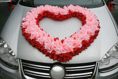Wedding car with heart from flowers. On cowl Royalty Free Stock Photography