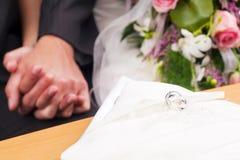 Wedding - cerimónia e anéis fotografia de stock royalty free