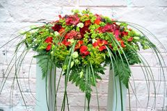 Wedding composition for the table. Red, burgundy and green arrangement of flowers and grass Royalty Free Stock Images