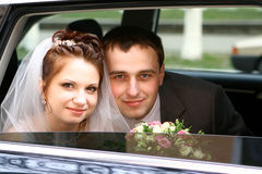 Wedding couple. Bride and groom in car Stock Photography