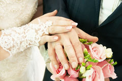 Wedding couple. Bride and groom's hands with wedding rings. Royalty Free Stock Photos
