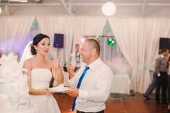 Wedding couple eating cake Stock Photography