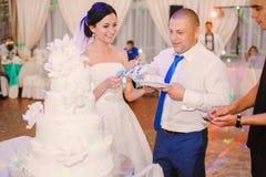 Wedding couple eating cake Royalty Free Stock Photography