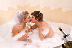 Wedding couple is enjoying a bath with bubbles Royalty Free Stock Photos