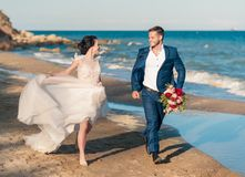 Free Wedding Couple, Groom And Bride In Wedding Dress Near The Sea At The Seaside Stock Images - 143723614