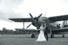 Wedding couple near vintage aircraft Royalty Free Stock Photography