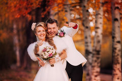 Wedding couple shows thumbs up Royalty Free Stock Photography