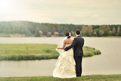 Wedding couple standing near a lake Royalty Free Stock Images