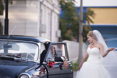 Wedding couple with a vintage car Royalty Free Stock Photo