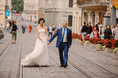 Wedding couple walking Royalty Free Stock Photos