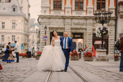 Wedding couple walking Royalty Free Stock Photography