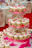 Wedding cup cakes. Neatly arranged wedding cup cakes Royalty Free Stock Photos