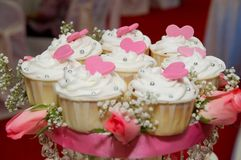 Wedding cup cakes. Neatly arranged wedding cup cakes Royalty Free Stock Images