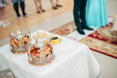 Wedding dans l'église Photos stock