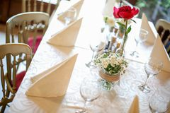 Wedding decoration table with rose Royalty Free Stock Photography